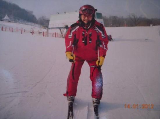 沈峻滑雪照