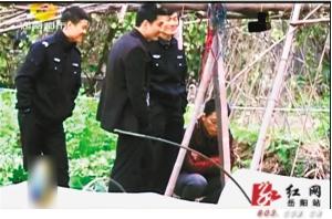 临湘16岁裙子裸死案女生被抓开除协警被嬉笑疑犯女孩上穿楼梯图片