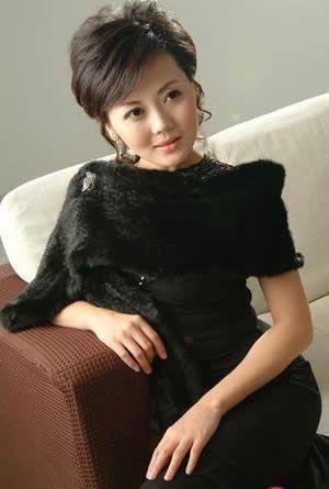 柴璐,18歲時以全國專業最高分90分的成績考入北京廣播學院播音系