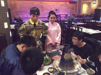 火锅店服务员酷似范冰冰走红 美女在民间(组图)