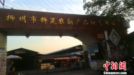 广西柳州公厕内发生捅人事件致一男子死亡