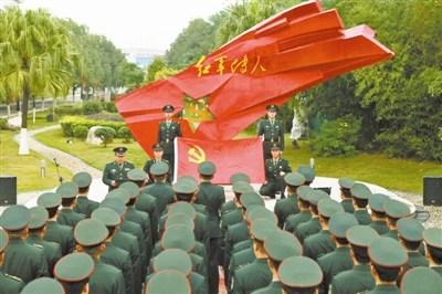 二炮某旅7月执行重大任务士官带伤发射导弹(图)