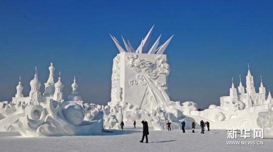 #(社会)(1)太阳岛国际雪雕博览会大型主塑《绽放》完工