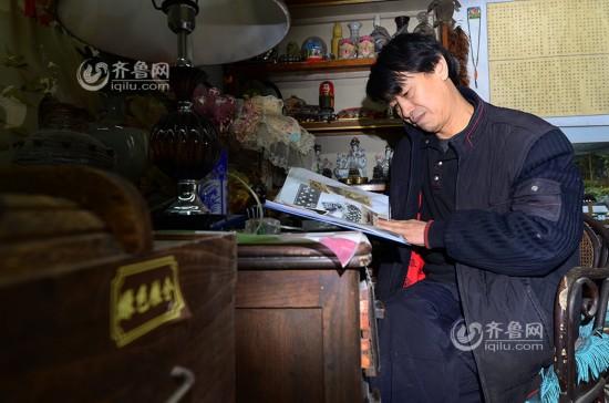 青岛收藏达人20年收藏千份老报纸 超2000册