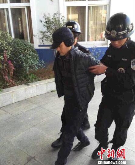 台州偷老汉救命钱的斯文男被抓原是职业公交老扒手