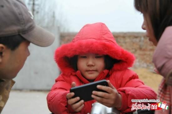 你认识这个小女孩吗?她被独自丢在山东农村现在想回家