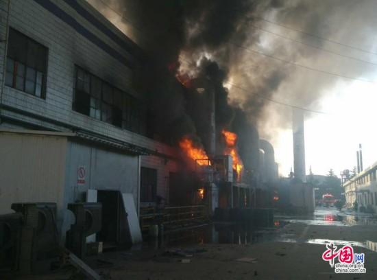 徐州宗申产业园一厂房起火 已调集百余消防警力(图)