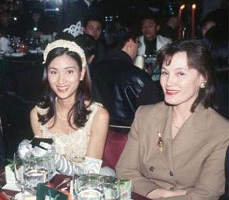 如:中国+美国混血.爸爸是中国人,妈咪是中美混血儿,所以杨恭