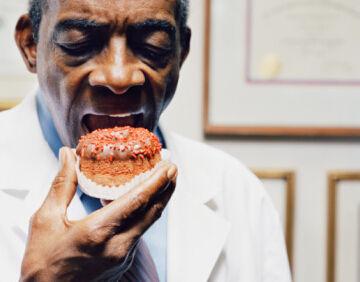 吞干馒头自测食管癌 哪些人群好发食道癌