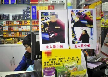 超市老板手机被盗 贴小偷照片示众引争议(图)
