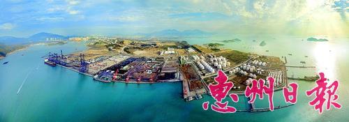 """高标准建设好惠州环大亚湾新区是""""惠州尽快进入珠三角第二梯队""""的重要抓手,根据《惠州环大亚湾新区产业发展专项规划(2014-2030)》(征求意见稿),惠州环大亚湾新区将发展石化产业、海洋新兴产业、高端制造业、现代服务业、滨海旅游业和特色农渔业等六大重点产业。至2017年,惠州环大亚湾新区将实现工业总产值5200亿元。 本报记者王建桥 通讯员谢开凯 摄"""