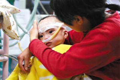 1岁男婴被弃医院21天 家长称做好申请善款准备
