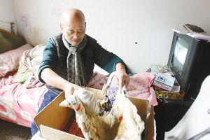 老王经过多年摸索自制的孵化箱