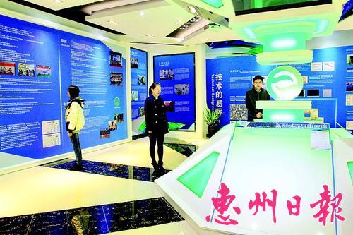 易暉太陽能科技有限公司展廳。 本報記者鄭 娜 通訊員林 婧 攝