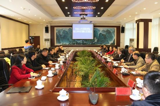 黄桂提为革命老区遵义捐赠《人民日报》(图)