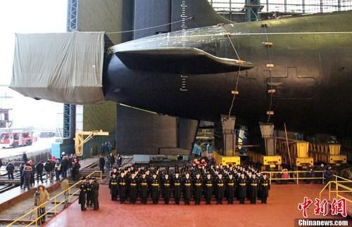"""资料图:俄罗斯第3艘""""北风之神""""级战略核潜艇下水"""