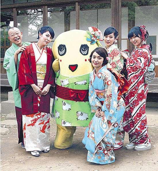 左起:笑福亭鹤瓶、松隆子、船梨精、大岛优子、前田敦子、指原莉乃