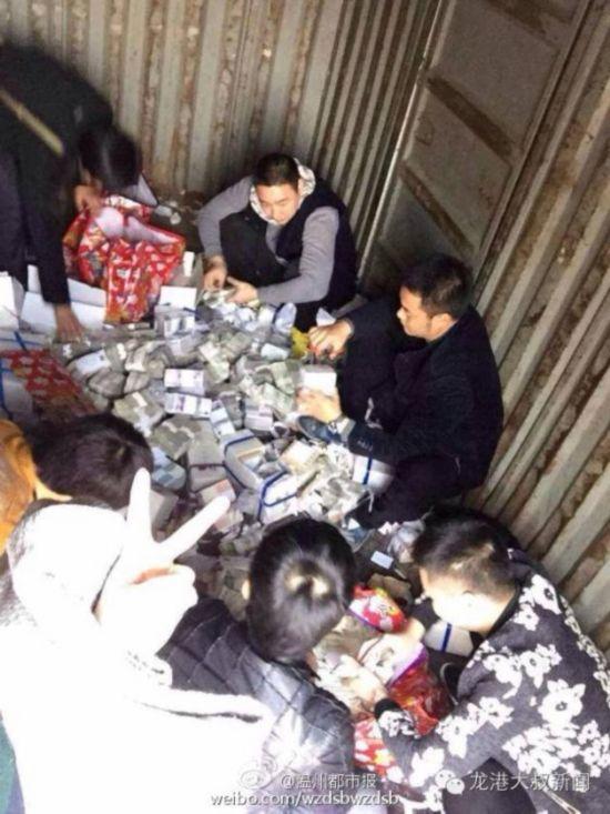 浙江一男子运上百公斤零钱还40万贷款