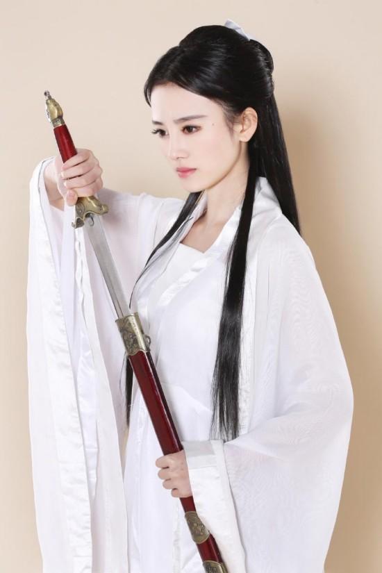 被日本网友誉为四千年第一美女鞠婧祎扮小龙