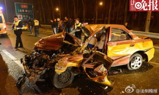 北京:的哥疑疲劳驾驶撞上护栏当场身亡
