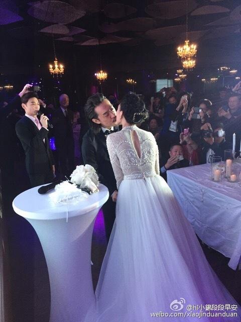 戴佩妮大婚与老公当热吻 盘点明星婚礼之吻 高清图片