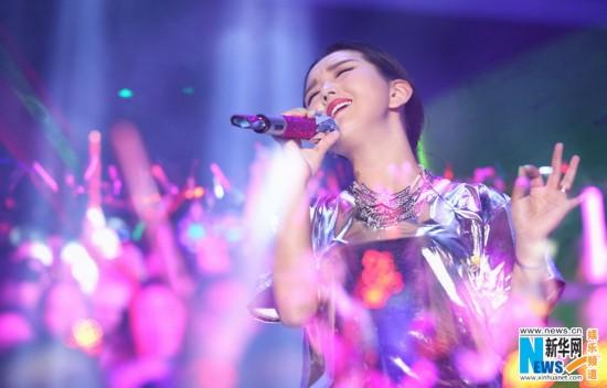 图:何洁NOW北京演唱会唱响 辣妈复出首开个唱