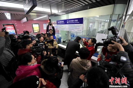 北京地铁迎来最后一波两元单一票制乘客(组图)