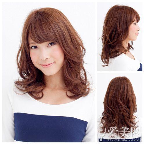 冬季最流行的发型 蓬松卷发甜美抢镜