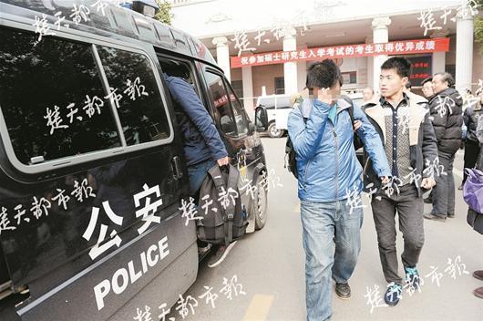图文:考场内揪出多名枪手和违规考生