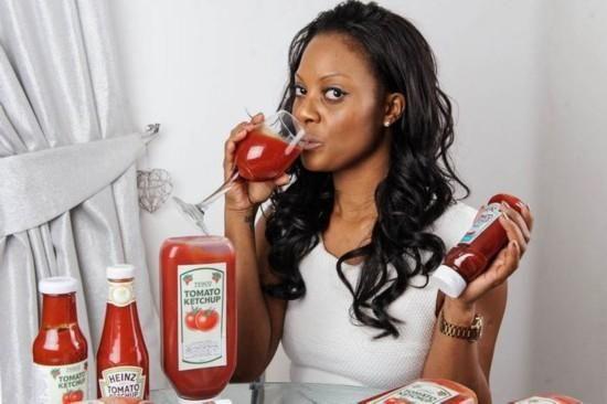 英国女子痴迷番茄酱 一年吃掉36公升(图)
