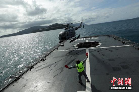印尼发现疑似失联航班紧急滑梯及舱门物体