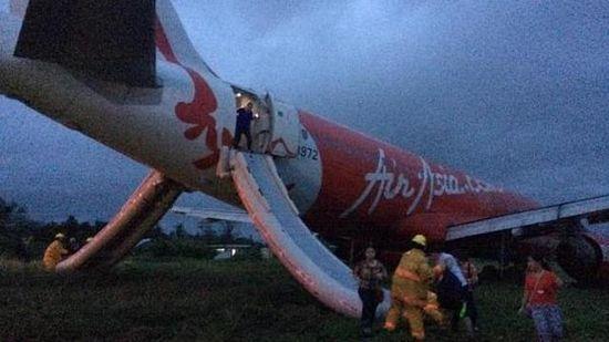 亚航两架飞机30日出事故 一返航一滑出跑道