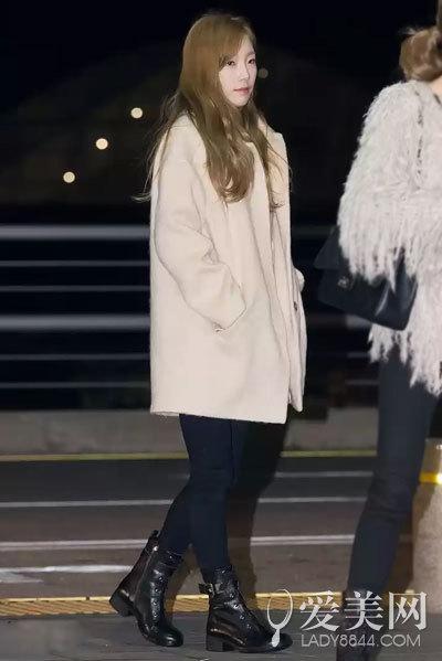 搭配要点:米白色羊绒大衣+