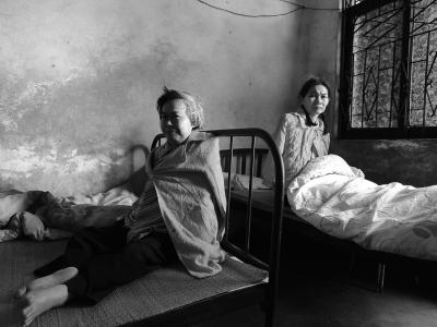 海口:两姐姐患病卧床 妹妹悉心照顾数十载