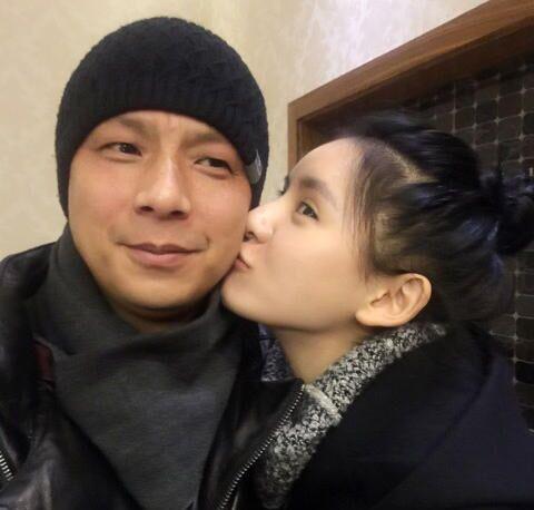 王思聪女友张予曦晒与父亲合影 张爸年轻帅气
