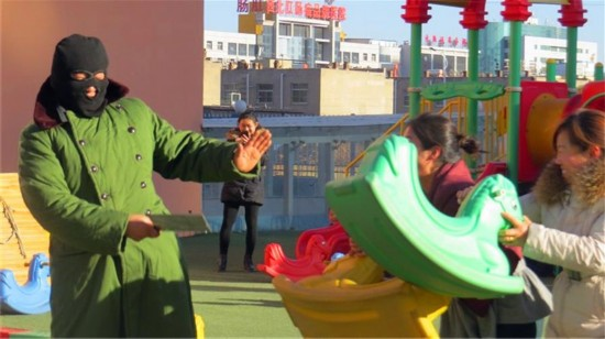 榆林公安走进幼儿园展开反恐演练