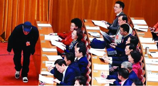 赵本山现身上海两天不发声 无意主动回应传闻