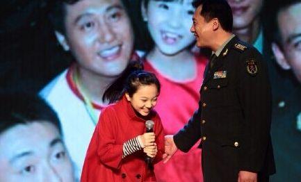林妙可时隔六年遇国家仪仗队 与偶像叔叔合影