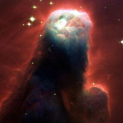 美国宇航局发布的哈勃望远镜拍的锥状星云照片,许多人声称它是一个耶稣的形象。