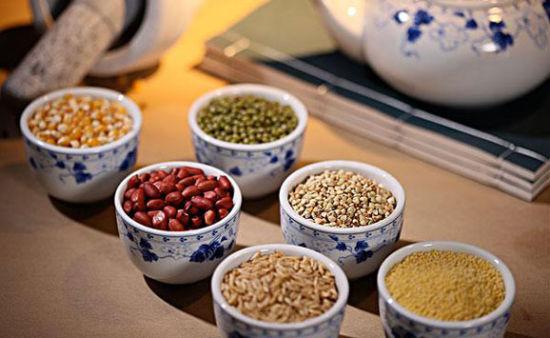 7类人群不宜常吃粗粮:胃肠功能差的人