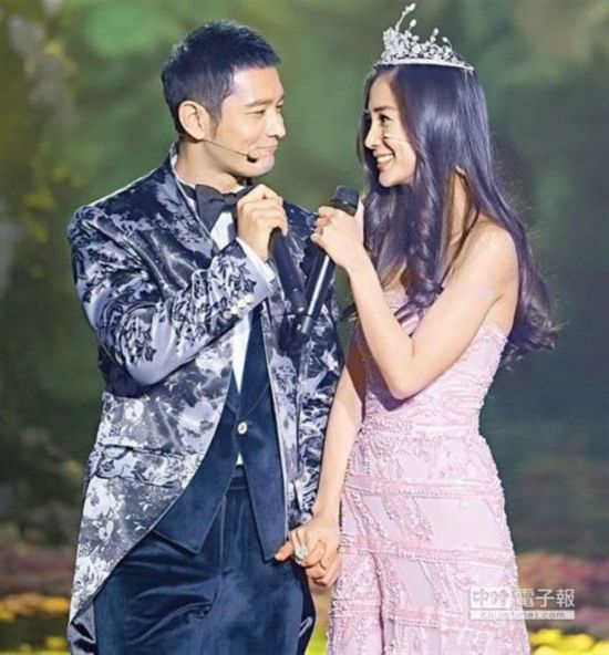 """黄晓明上节目欲脱口求婚 Baby喊卡""""别在这说"""""""