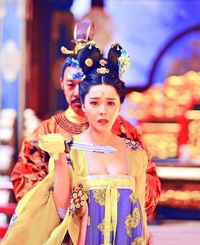 """范冰冰疑回应""""武媚娘""""遭""""脖斩"""":别低头 别流泪"""