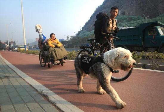 广西小伙拉着轮椅携患病女友游全国