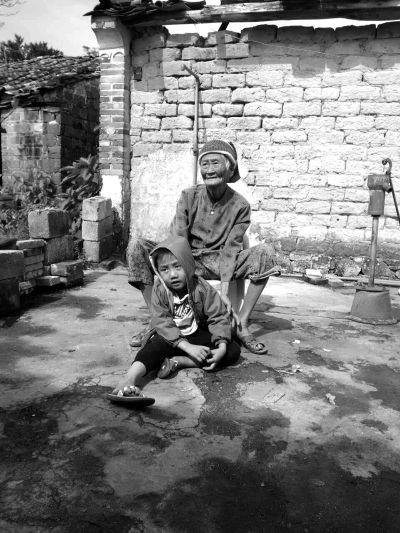 临高:父母双亡 5岁孤儿渴望有个温暖的家