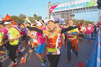 2015厦门国际马拉松赛开跑 男子选手创马拉松国内最好成绩 廖丽萍许