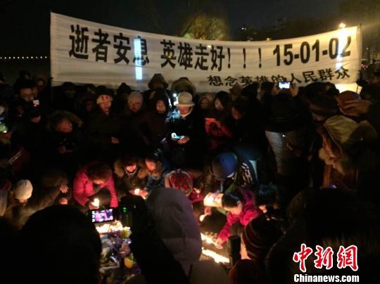 哈尔滨市民自发哀悼牺牲战士现场高喊:英雄走好
