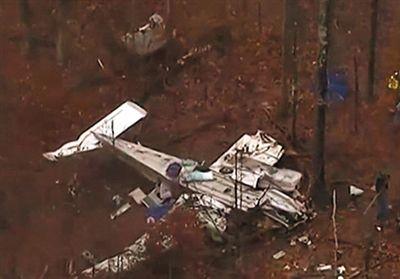 飞机失事现场图片。