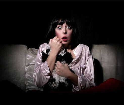 大一女生看恐怖片被吓出精神失常 警惕精神失常表现