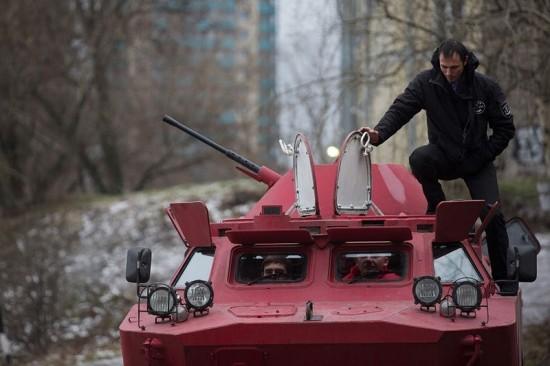 俄罗斯惊现装甲出租车 水陆两栖拉风吸眼球