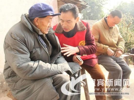 四川老人照顾两智障儿子40年 二子不知母亲去世
